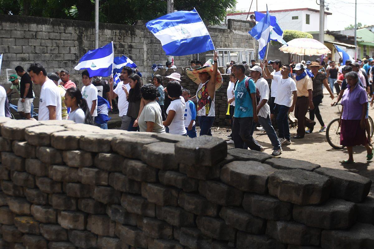 Manifestantes demandan la renuncia y justicia contra Ortega por las víctimas mortales en Masaya, Nicaragua. (Prensa Libre:EFE).