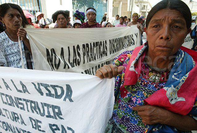 Los pueblos mayas sufren a diario el racismo y la discriminación a cualquier nivel. (Foto: Hemeroteca PL)