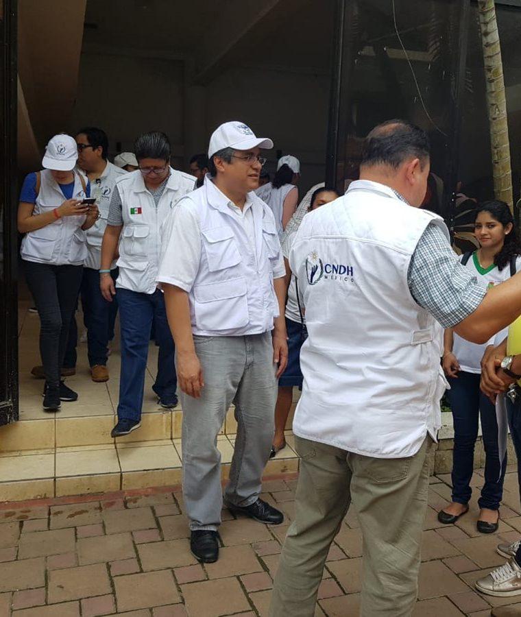 Representantes de la Comisión de Derechos Humanos de México se encuentran en la zona fronteriza. (Foto Prensa Libre: Whitmer Barrera)