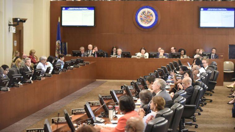 Embajadores ante la OEA asisten a la reunión para la creación de un grupo de trabajo para ayudar a la búsqueda de soluciones en Nicaragua. (Foto Prensa Libre: EFE/OEA)