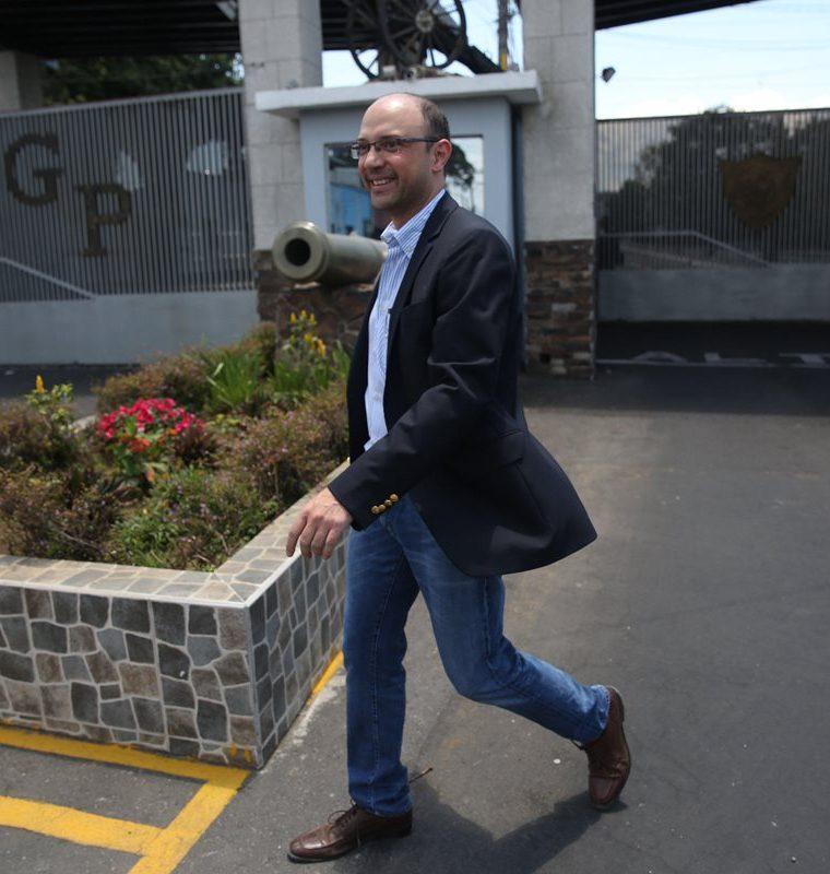 Rodrigo Sandoval, abogado del exgobernador del estado mexicano de Veracruz, Javier Duarte, llegó a la prisión de Matamoros este domingo para reunirse con el político. (Foto, Prensa Libre: Efe)