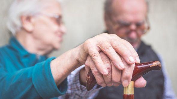 El estudio analizó los registros médicos de más de 40.000 pacientes de entre 65 y 99 años con diagnóstico de demencia entre abril de 2006 y julio de 2015, y los comparó con los de cerca de 300.000 personas sin demencia. GETTY IMAGES