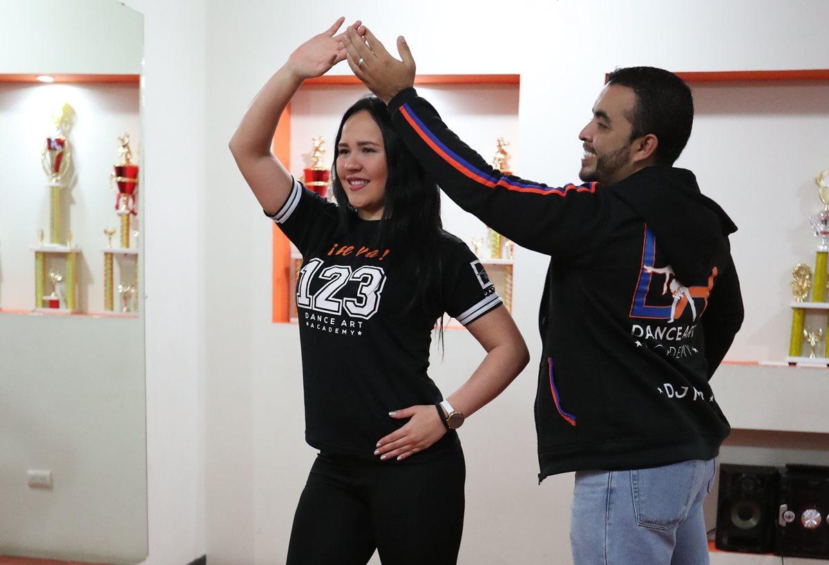 Estos movimientos sencillos lo ayudarán a brillar en la pista de baile.(Foto Prensa Libre: Pablo Juárez Andrino)