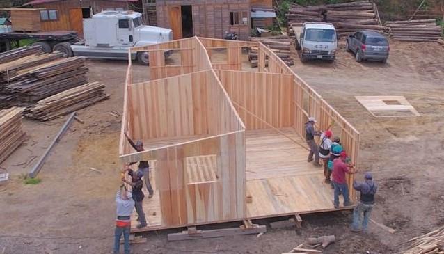 Los proyectos transitorios de vivienda para damnificados podrían estancarse por burocracia, advierte la Fundación Techo. (Foto: Hemeroteca PL)