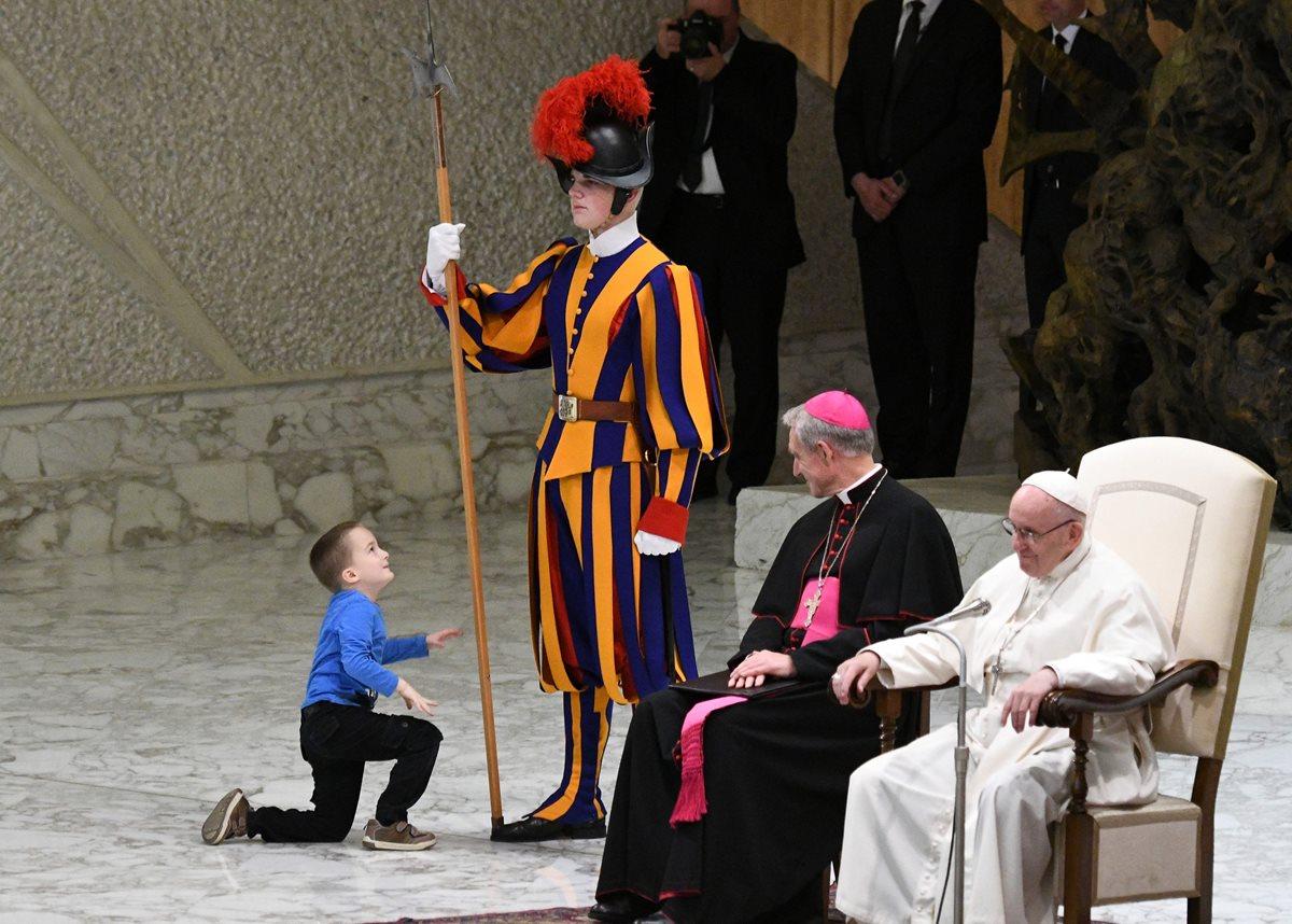 """""""El niño sabe como expresarse, más que eso es libre"""" comentó el pontífice a los fieles."""