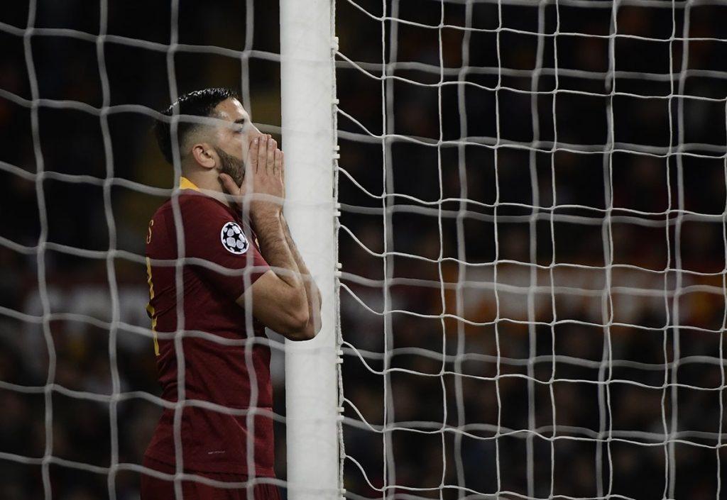 Konstantinos Manolas lamenta una opción a gol de la Roma. (Foto Prensa Libre: AFP).