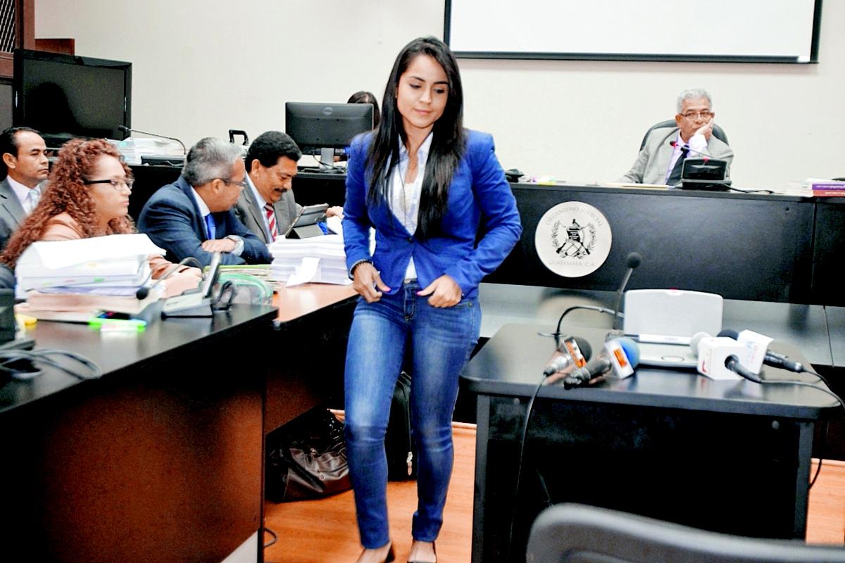 Los detenidos se identificaron ante el juez Miguel Gálvez, quien les hizo saber los cargos que el MP les señala. En la foto, la procesada Julia María Murillo Artiaga.