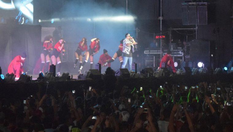 Daddy Yankee se encargó de poner a todos a bailar en el Brahva Summer Fest, que se realizó el sábado por la noche en ruta a Puerto Quetzal. (Foto Prensa Libre, Enrique Paredes)
