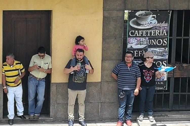La expectación es notoria en los guatemaltecos que observan las diferentes manifestaciones a favor de Iván Velásquez.