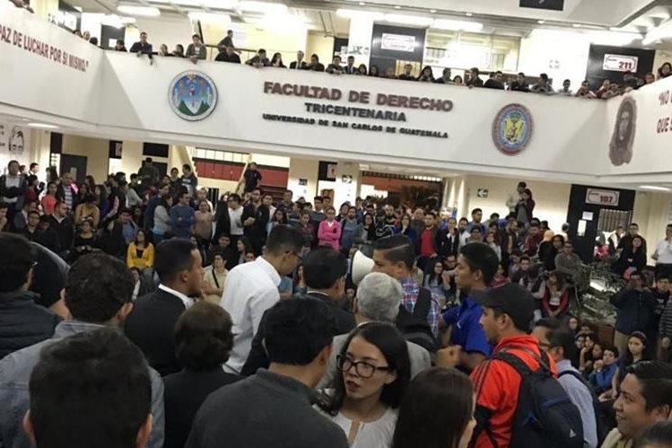 Después de la agresión contra los estudiantes, sus compañeros pidieron la expulsión de los agresores. (Foto Prensa Libre: Cortesía).