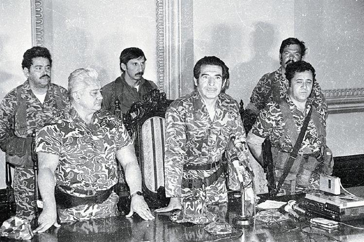 Junta de gobierno de marzo de 1982, integrada por Horacio Maldonado, Efraín Ríos Montt y Luis Gordillo. (Foto: Hemeroteca PL)