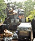 Los integrantes de la comunidad judía pagaron camiones para trasladar sus pertenencias. (Foto Prensa Libre: Oswaldo Cardona).