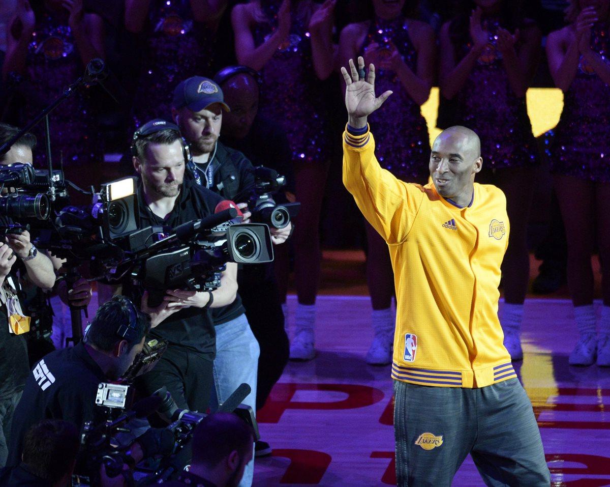 """Un dia después del último partido de Kobe Bryant, la NBA emitió el jueves una carta titulada """"Estimado Kobe"""". (Foto Prensa Libre: AFP)"""