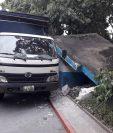 El vehículo del Sistema Penitenciario chocó contra una de las paredes del edificio que funcionaba como Comedor Seguro. (Foto Prensa Libre: Cortesía)