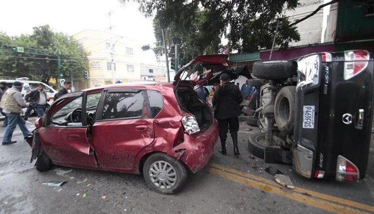 Expertos coinciden en que la conducción a alta velocidad y en estado de ebriedad son causas principales de hechos viales.(Foto Prensa Libre: Hemeroteca PL)