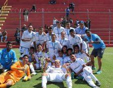 La especial de Comunicaciones celebró el título en El Trébol. (Foto Prensa Libre: Facebook Juveniles GT)