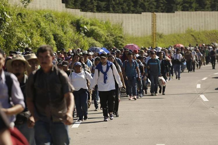 Migrantes hondureños caminan hacia México, el viaje lo efectuaron a Estados Unidos y provocó crisis política en El Salvador, Honduras y Guatemala. (Foto Prensa Libre: Hemeroteca PL)