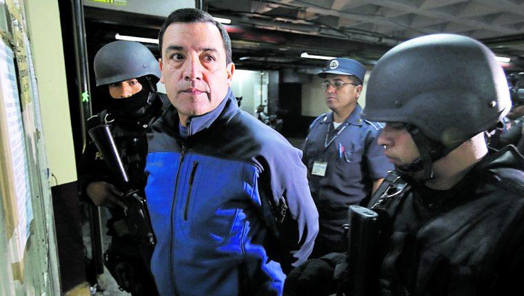 Williams Mansilla fue señalado por el MP de ser el responsable de haber otorgado el bono al presidente Jimmy Morales y al personal militar. (Foto Prensa Libre: Hemeroteca PL)