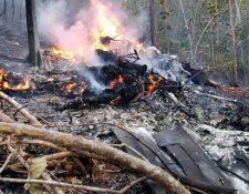 Socorristas dijeron que no hay sobrevivientes del avionetazo. (Foto Prensa Libre: EFE)