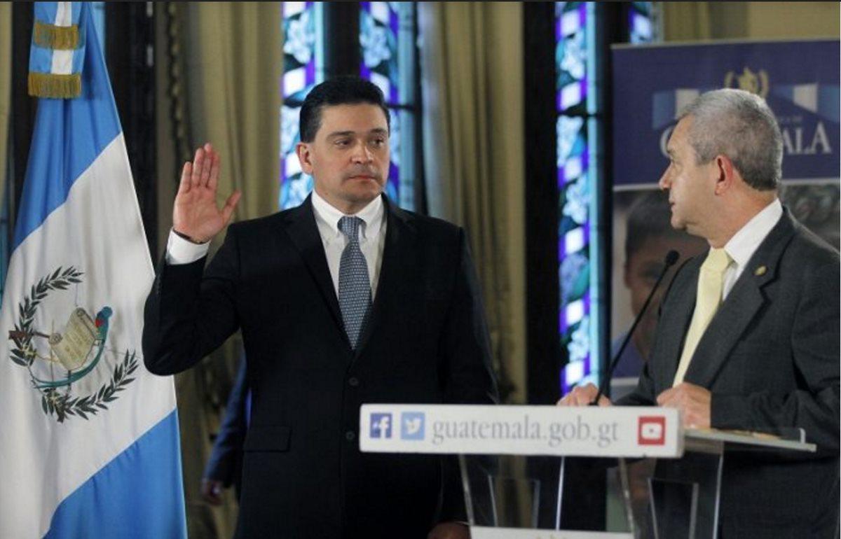 Bayron Alejandro Monterrosa Salazar, fue juramentado y anunció que su labor se enfocará en elevar el nivel de competitividad de la portuaria Santo Tomás de Castilla. (Foto Prensa Libre: Hemeroteca)