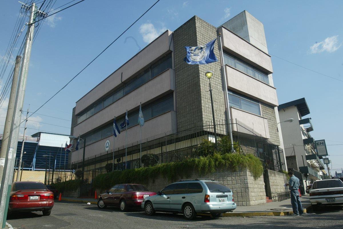 Sede central del Parlamento Centroamericano ubicado en la zona 5. (Foto Prensa Libre: Hemeroteca PL)