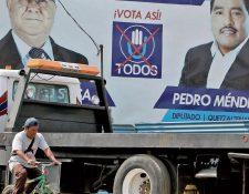 En Quetzaltenango permanecen vallas del partido Todos que promocionan al excandidato a la presidencia Lizardo Sosa y a Pedro Méndez. (Foto Prensa Libre: Carlos Ventura)