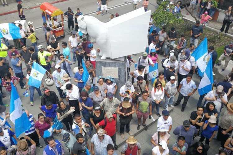 Guatemaltecos en plantón frente a la Corte de Constitucionalidad, en zona 1, muestran su apoyo al comisionado de Cicig Iván Velásquez.