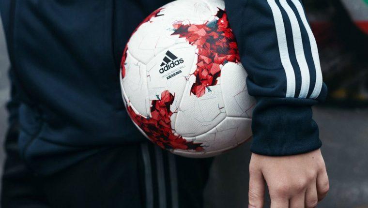 La Krasaba es el balón oficial de la Copa Confederaciones de Rusia que  comienza el sábado 6aee3e5dc5955