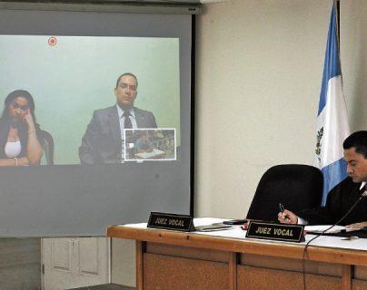 Marixa Lemus Pérez, alias la Patrona, acusada de evasión, escucha los testimonios a través de videoconferencia.
