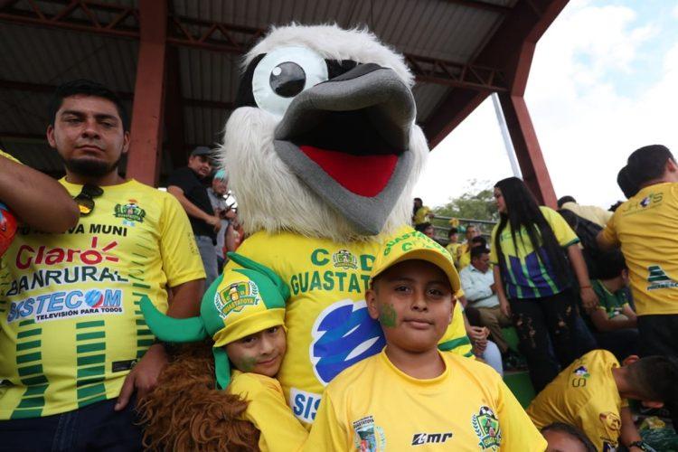 Ambiente de fiesta en el estadio David Cordón Hichos para la final de vuelta entre Guastatoya y Comunicaciones.