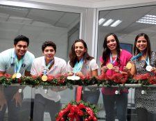 Los atletas compartieron en la redacción de Prensa Libre. (Foto Prensa Libre: Carlos Vicente)