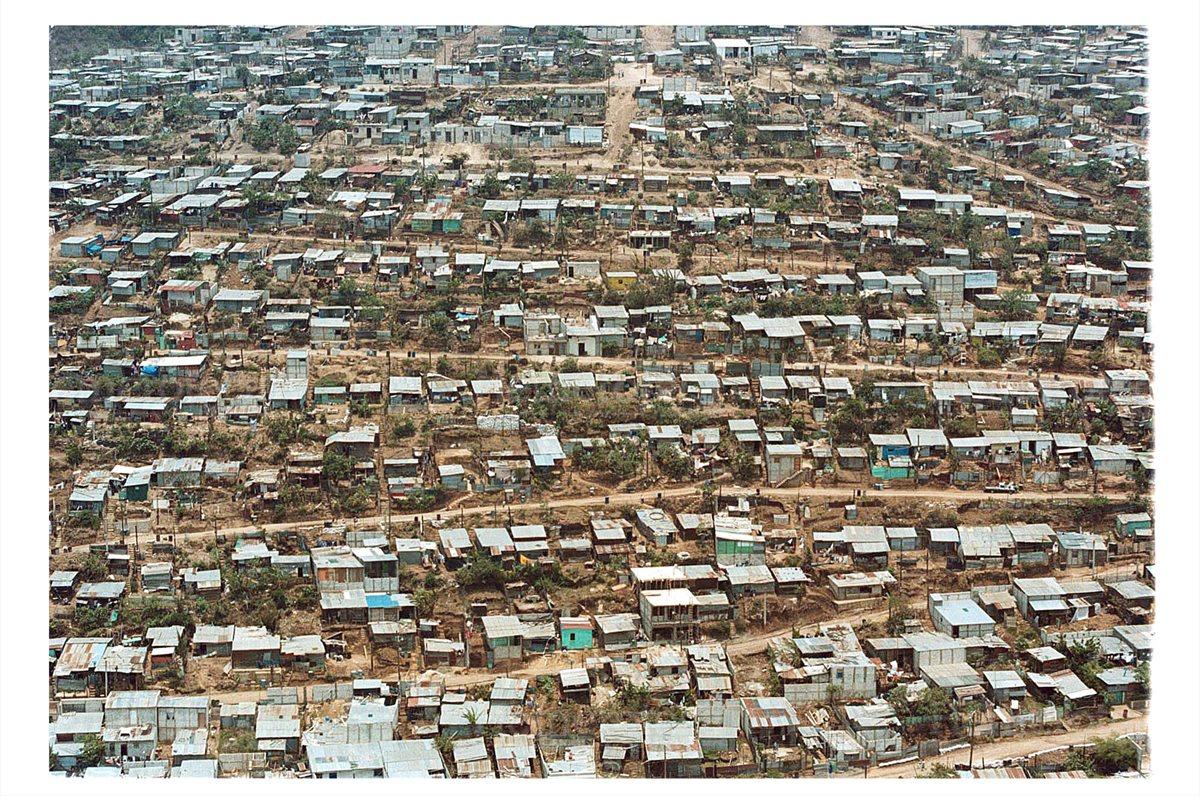 Desplazados exigen vivienda en 1976