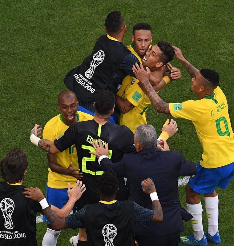 Los brasileños celebraron la victoria ante un aguerrido cuadro mexicano.
