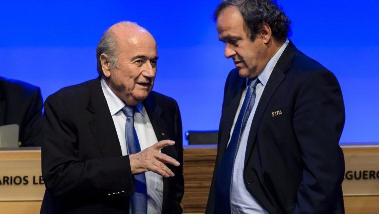 Tras las investigaciones de la justicia Suiza, Blatter y Platini se encuentran en el ojo del futbol mundial. (Foto Prensa Libre: Hemeroteca PL)