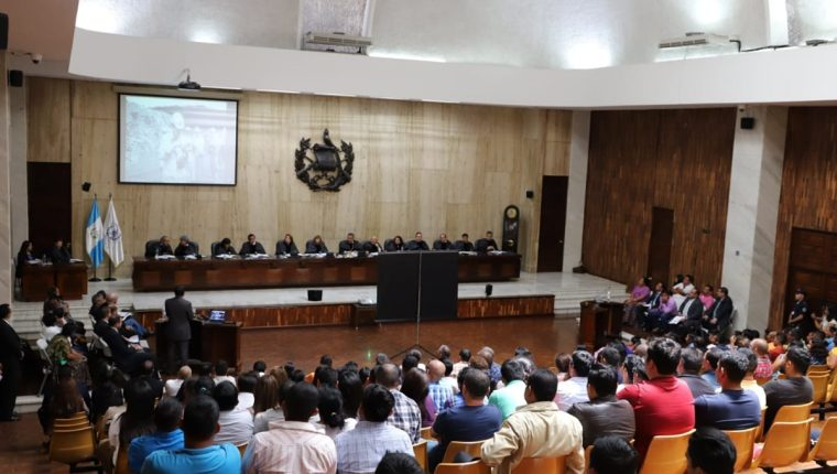 Audiencia realizada en la sala de vistas de la Corte Suprema de Justicia, en la capital, por el amparo en el que se pide el cierre de la mina en El Estor Izabal. (Foto Prensa Libre: Dony Stewart)