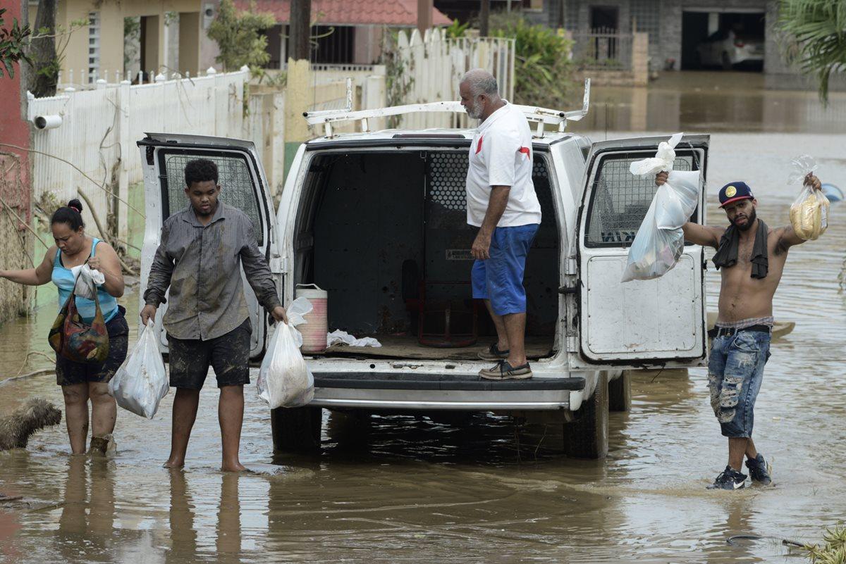 Ordenan evacuar a 70 mil personas tras paso de huracán María