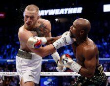 Este fue uno de los momentos épicos de la pelea del siglo entre Floyd Mayweather y Connor McGregor. (Foto Prensa Libre: Showtime Boxing)