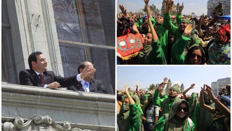 El presidente Jimmy Morales saluda desde el palco del Palacio Nacional a estudiantes de la facultad de Agronomía de la Usac que le gritan consignas durante el desfile bufo. (Foto Prensa Libre: Edwin Bercián)
