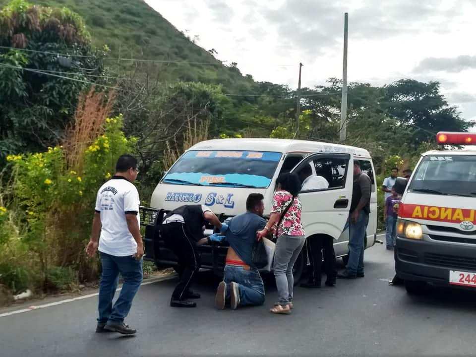 El ataque ocurrió en el sector denominado Culma, a escasos metros de la entrada principal de la cabecera de Jutiapa. (Foto Prensa Libre: Cortesía Bomberos Voluntarios).