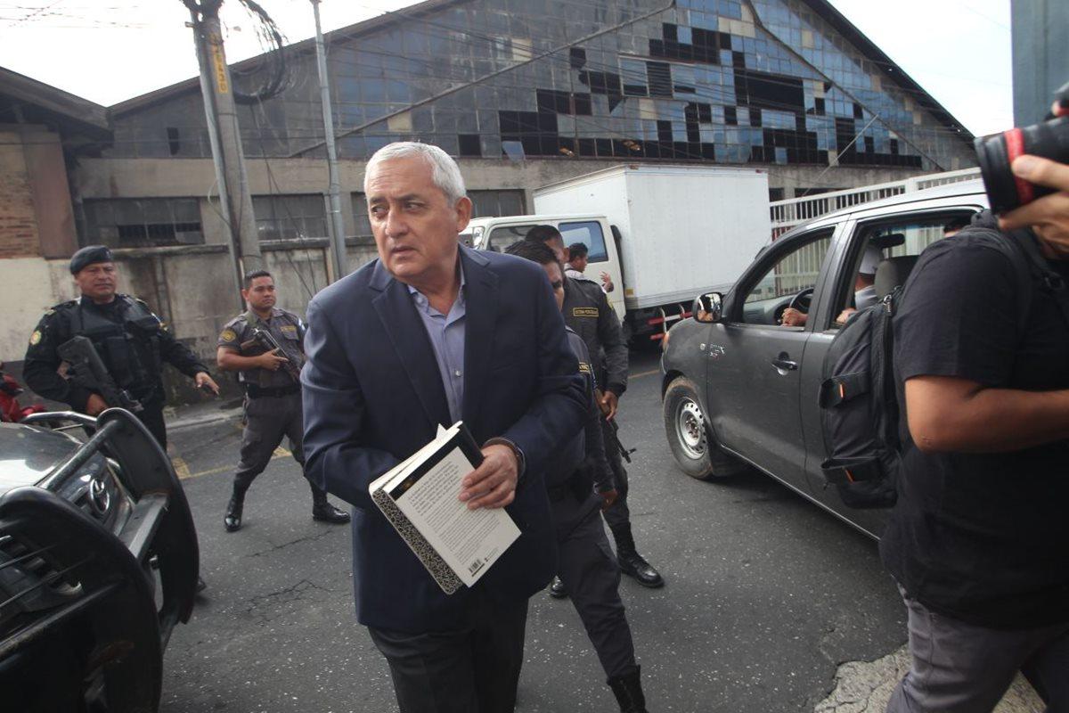 Otto Pérez fue conducido desde las 8 de la mañana.