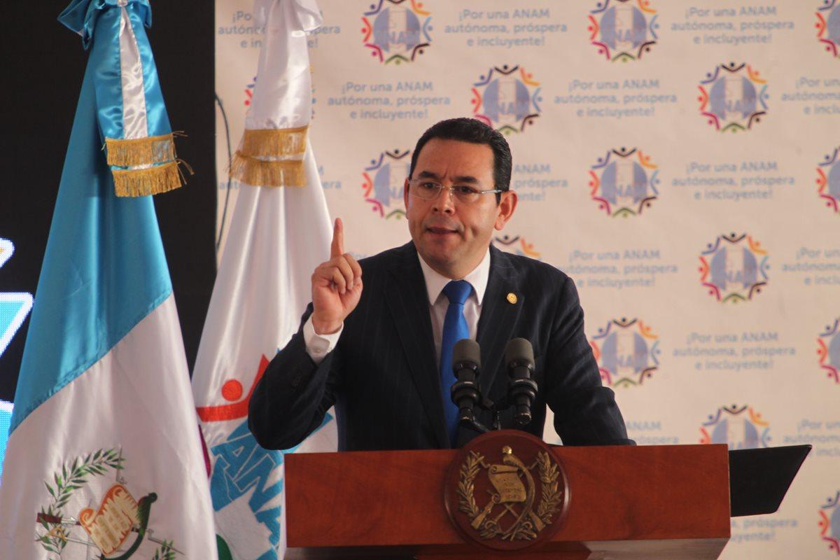 El presidente Jimmy Morales durante una actividad con alcaldes el pasado martes 29. (Foto Prensa Libre: Hemeroteca PL).
