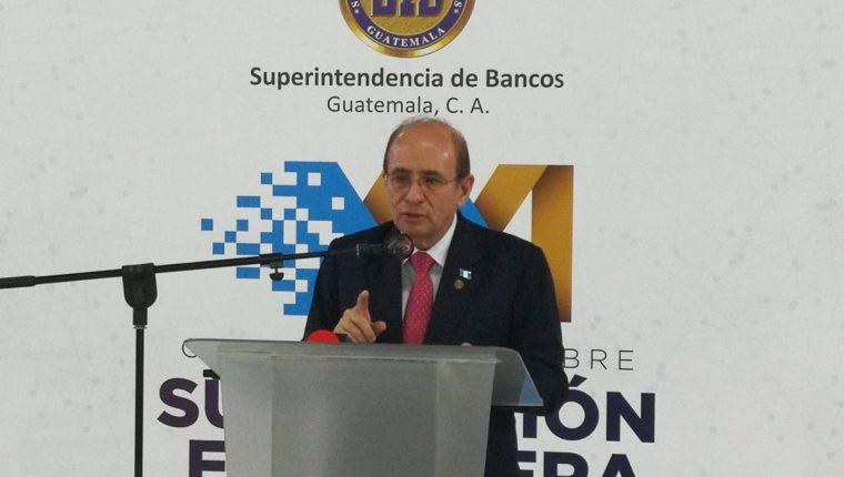 El jefe de la SIB José Alejandro Arévalo dijo que durante su mandato que concluye el próximo domingo, se mantuvo la estabilidad del sistema financiero a pesar de la crisis política que vivió el país desde el 2015, durante una conferencia de prensa en el Parque de la Industria. (Foto Prensa Libre: Urías Gamarro)