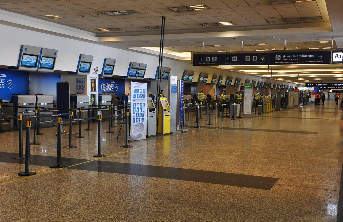 Aeropuertos en Estados Unidos y Cuba tratan de volver a la normalidad después del Huracán Irma