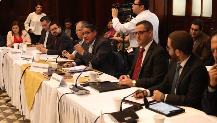 Autoridades del Ministerio de Educación confirmaron la información en una citación en el Congreso. (Foto Prensa Libre: Esbin García)
