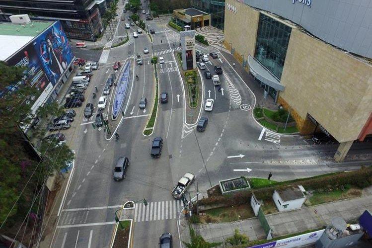 Sector de la diagonal 6 y 13 calle de la zona 10 capitalina, donde la municipalidad planifica la construcción de un distribuidor vial. (Foto Prensa Libre: Hemeroteca)