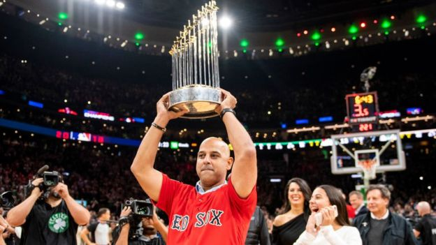Alex Cora se coronó campeón con los Medias Rojas de Boston. (GETTY)