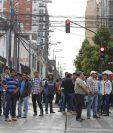 Miembros del sector ganadero bloquearon alrededores del Congreso como medida de presión. (Foto: Paulo Raquec)