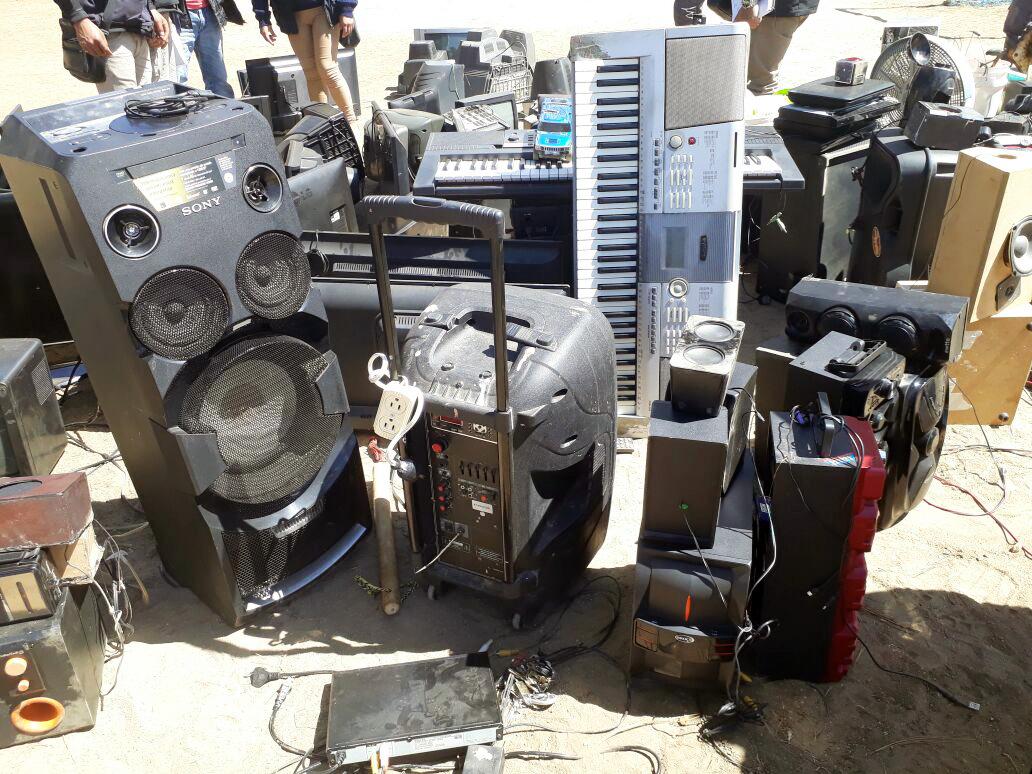 Sofisticados equipos de sonido y de televisión fueron localizados en Granja Penal Cantel, en Cantel, Quetzaltenango. (Foto Prensa Libre: Carlos Ventura)