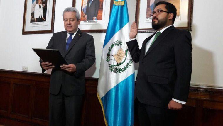 Carlos Velásquez Monge es juramentado como nuevo Ministro de Desarrollo Social. (Foto: Secretaría General de la Presidencia)