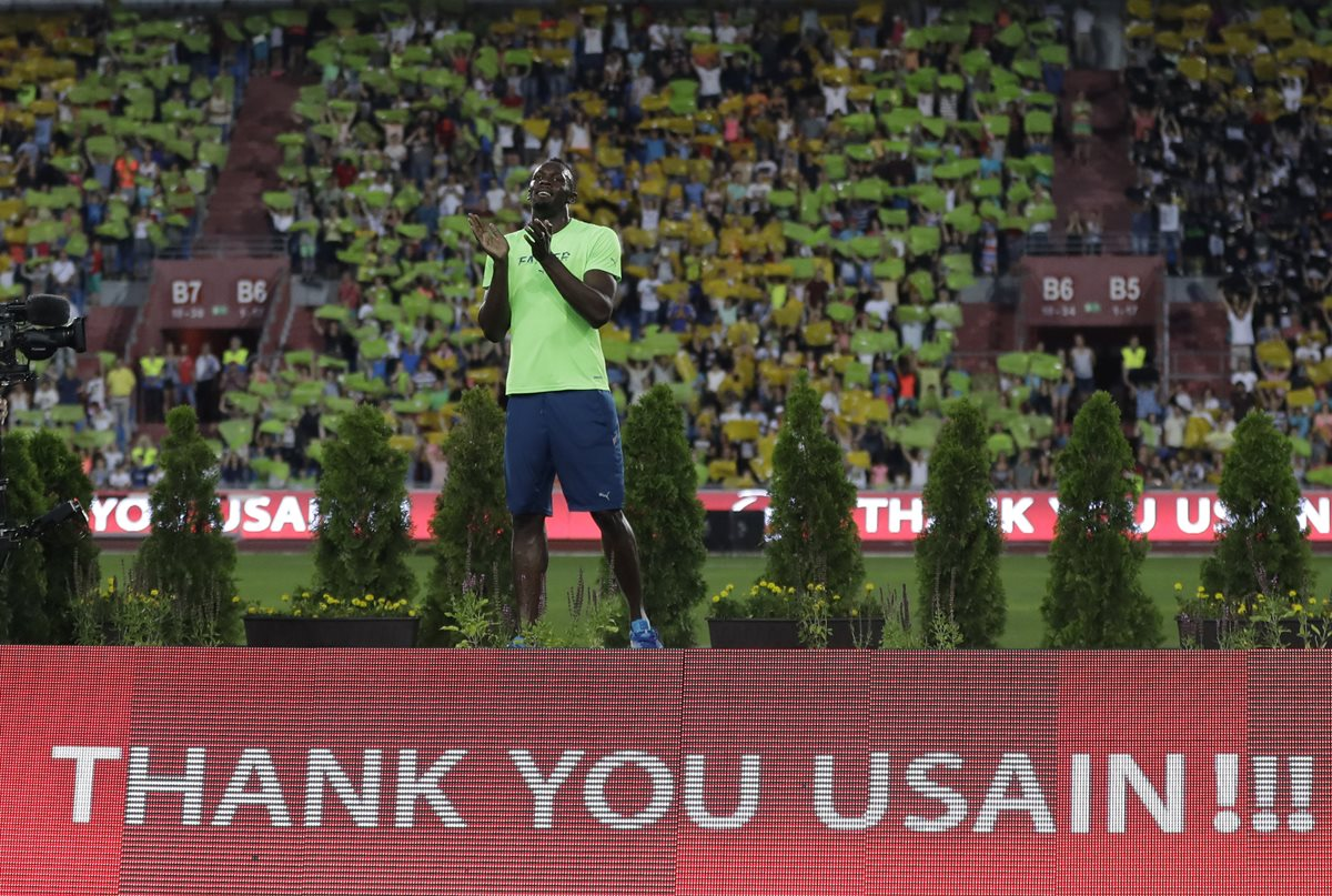 Usain Bolt festeja después de ganar la prueba masculina de 100 metros en Ostrava. (Foto Prensa Libre: AP)